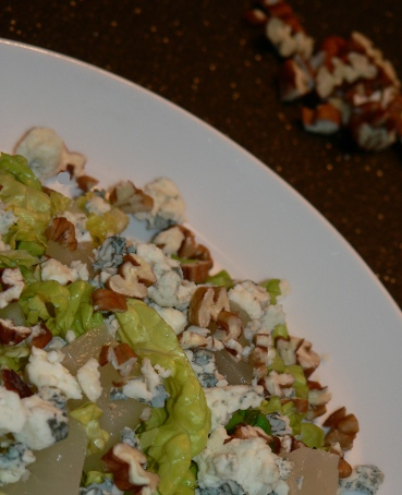 Pears, Blue Cheese And Pecans Salad Recipe
